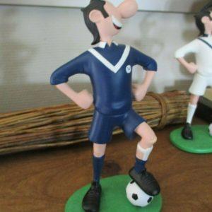 Figurine en résine polychrome «Lucien Footballeur » FC Girondins de Bordeaux – Hauteur 23 cm – 450 exemplaires + 50 ex. H.C. –  Porte le N° 32/450 -1999 – Création Boutique BD 3D –